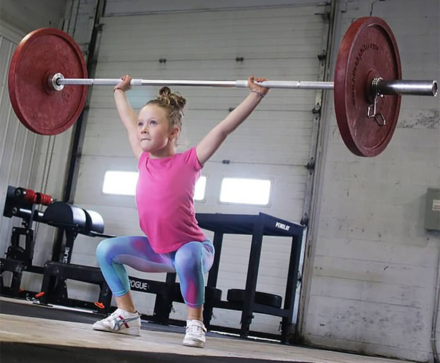 ७ वर्षकी बालिकाले ८० किलो वजन उठाएर बनाइन् विश्व कीर्तिमान